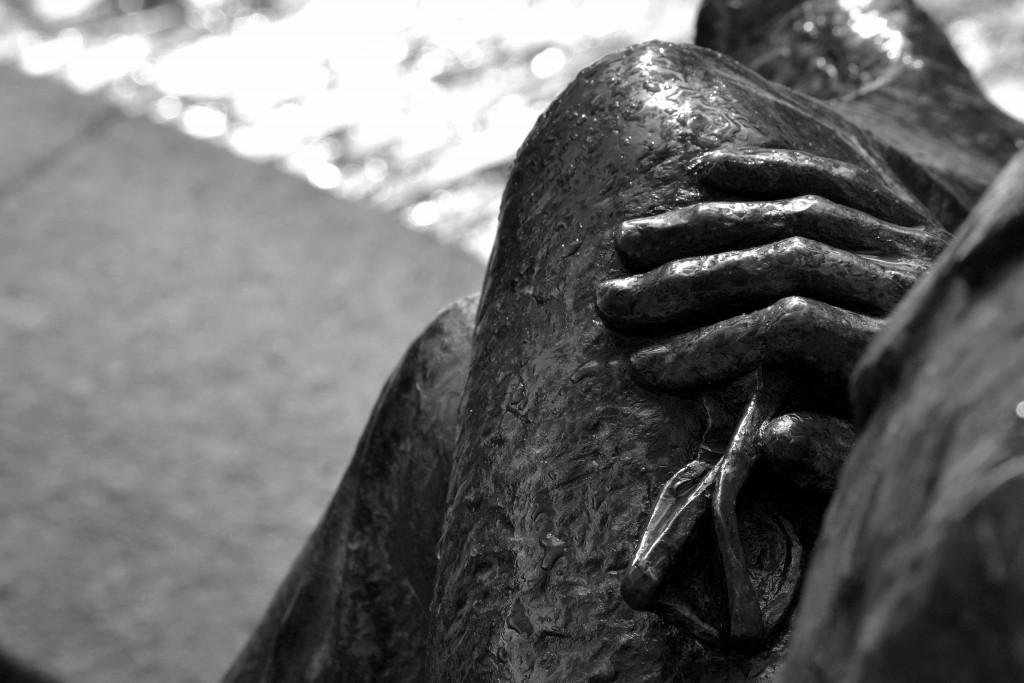 Detalle da estatua de Cunqueiro en Mondoñedo - Orixinal de Saúl Rivas - CC BY-NC-SA 2.0